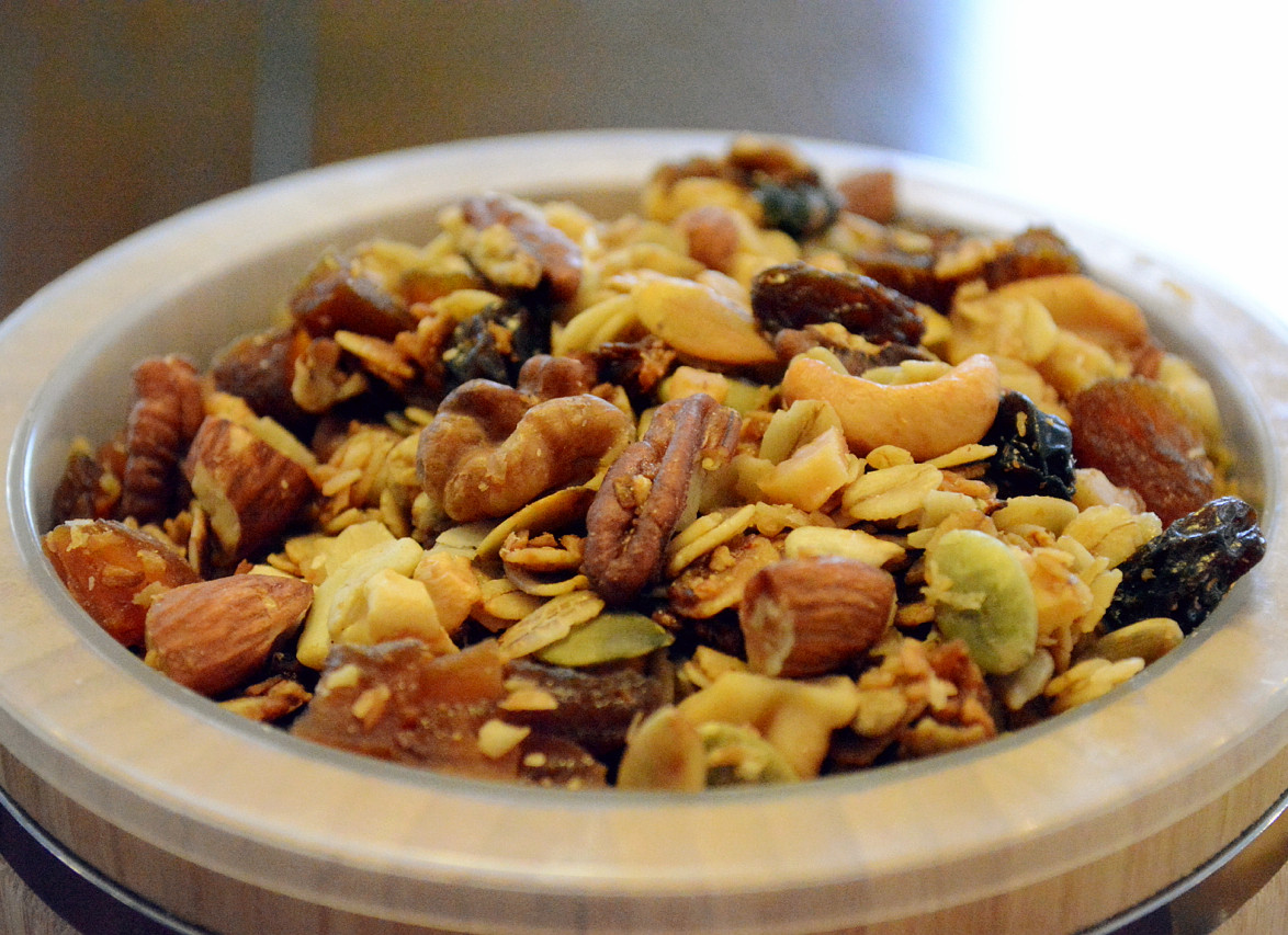 Apricot honey-nut muesli