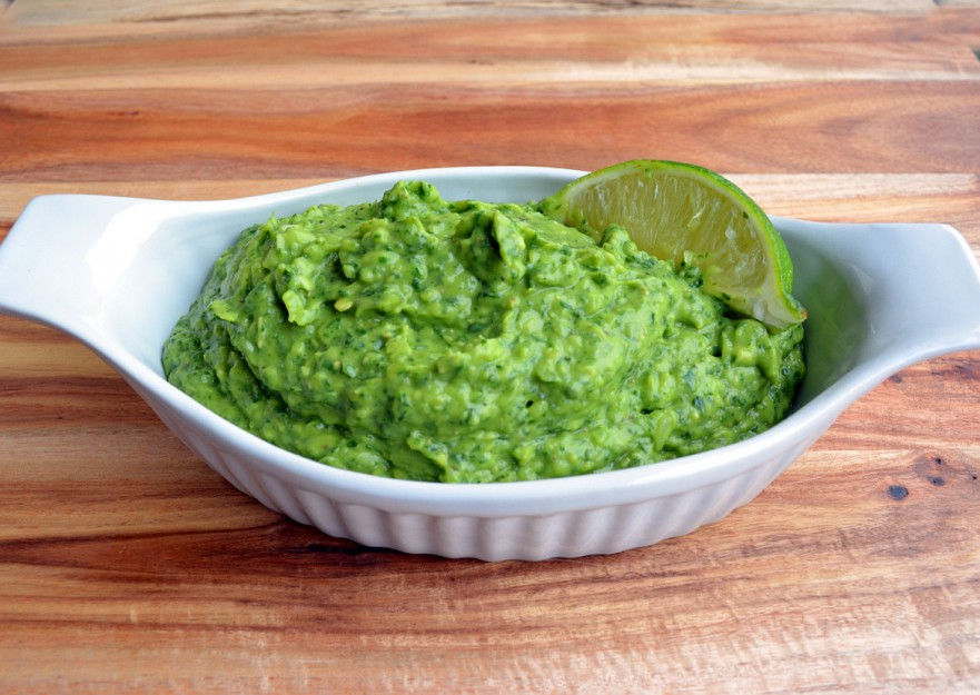 Easy homemade guacamole with spinach