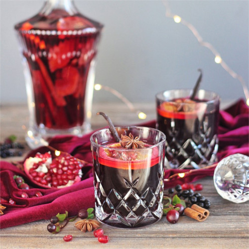 Vanilla Pomegranate Mulled Wine - The perfect holiday drink!